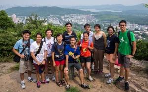 Group photo near the peak of 老和山