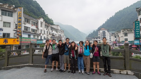 Final group photo in 汤口镇 before we got on the bus back to Hangzhou.
