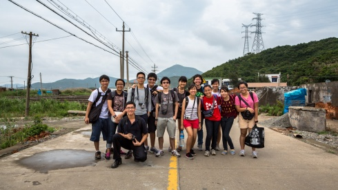 Group photo in the middle of the road at 朱家尖. Don't worry, there was barely any traffic at these farmlands. (not in photo: Amanda, who was sketching the scenery a few kilometres back)