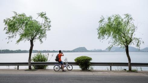 Biking at 东钱湖.