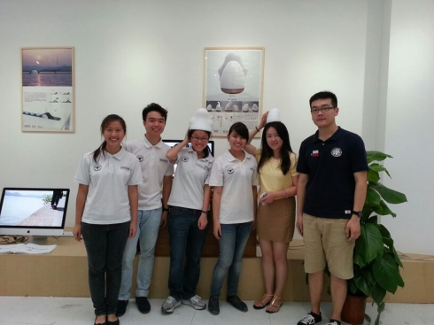 Group photo at TOOUT (凸凹工业设计公司)